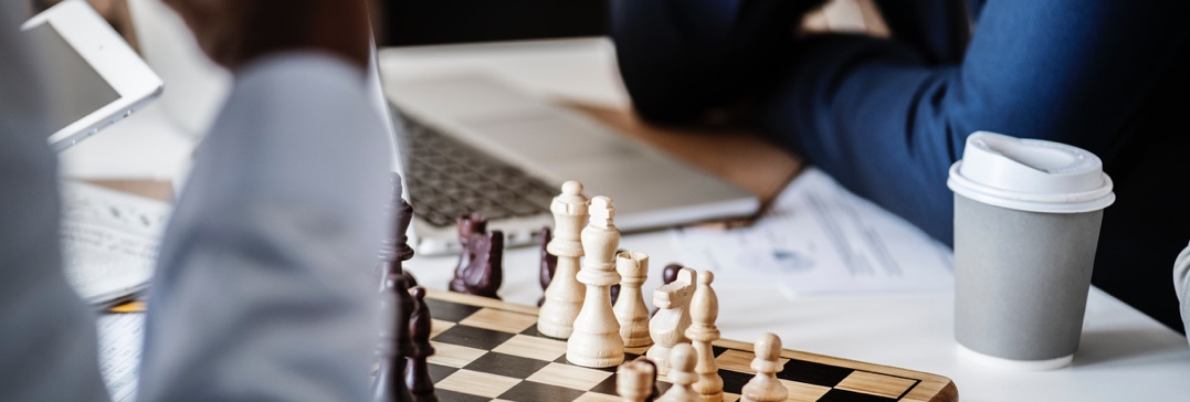 business people playing chess-corporate development-aumentoo